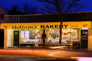 Holtom's at Night DSCF8060_resize